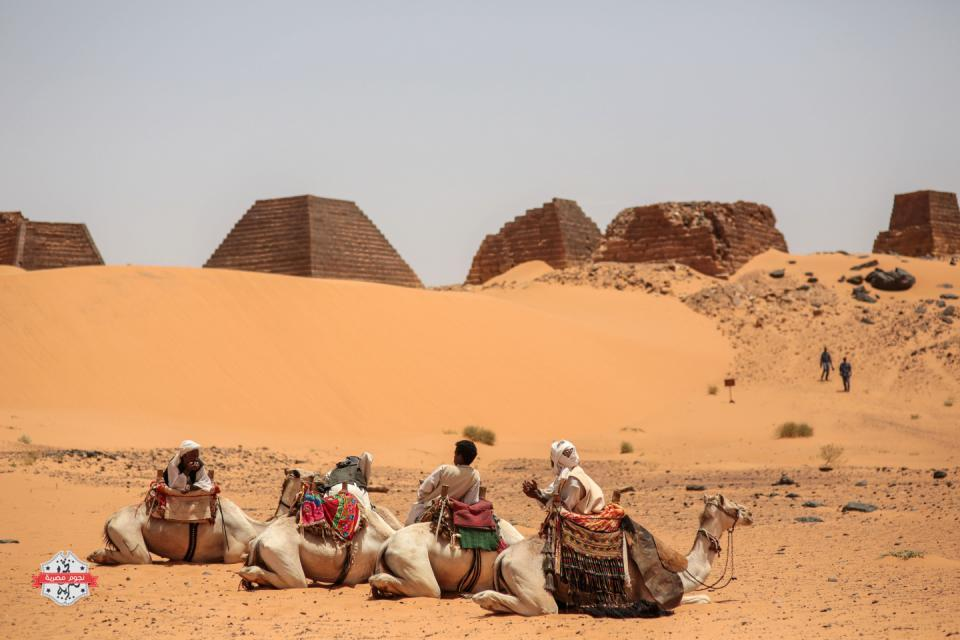In this Thursday، April 16، 2015 photo، tour guides wait for tourists to offer them camel rides at the historic Meroe pyramids in al-Bagrawiya، 200 kilometers (125 miles) north of Khartoum، Sudan. The pyramids at Meroe are deserted despite being a UNESCO World Heritage site like those at Giza in Egypt. (AP Photo/Mosa'ab Elshamy)