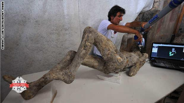 A restorer works with a laser scaner on a petrified victim of the eruption of Vesuvius volcano in 79 BC، as part of the restoration work and the study of 86 casts in the laboratory of Pompeii Archaeological Site، on May 20، 2015 in Pompeii. AFP PHOTO / MARIO LAPORTA  (Photo credit should read MARIO LAPORTA/AFP/Getty Images)