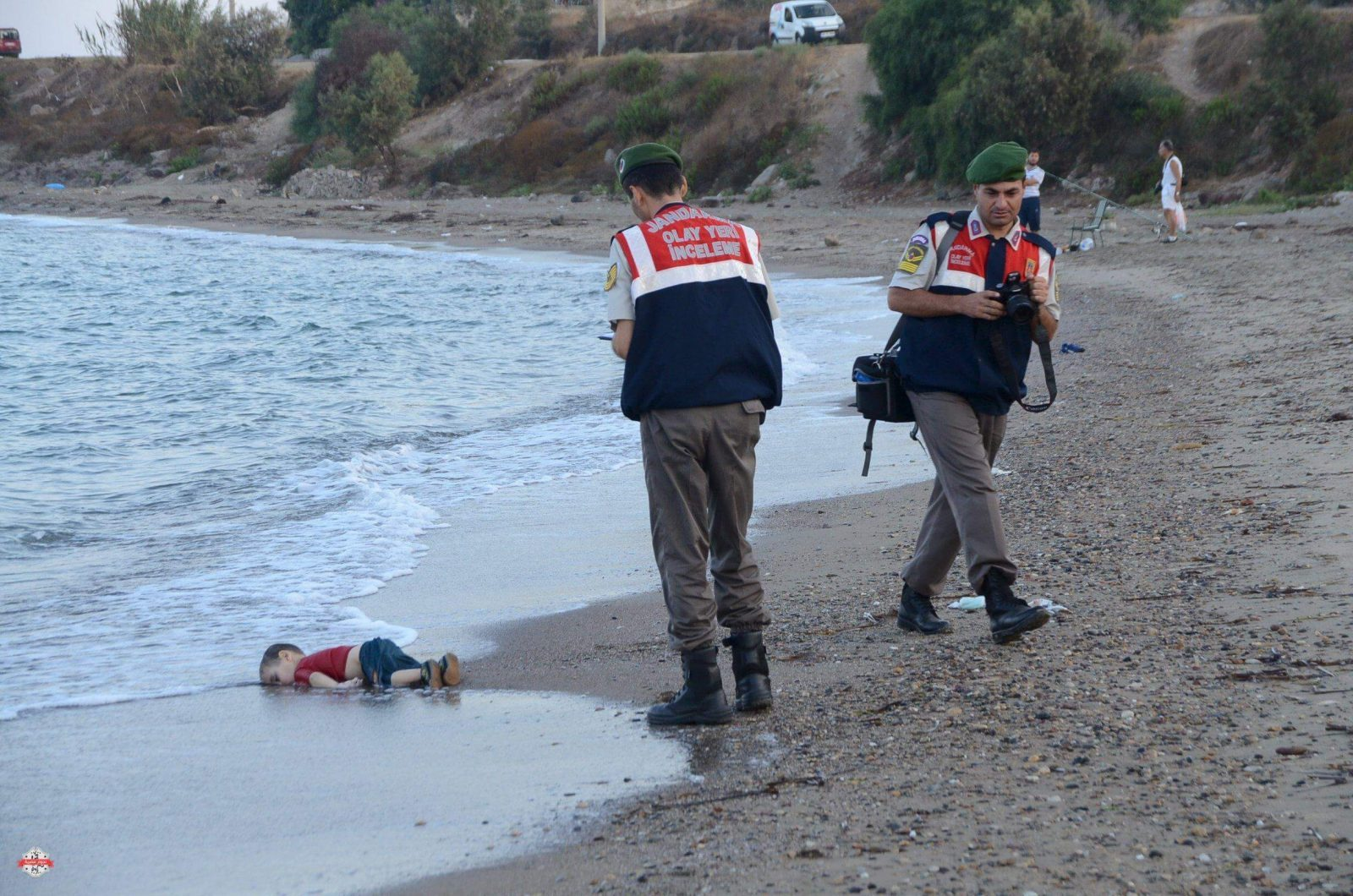 ATTENTION EDITORS - VISUAL COVERAGE OF SCENES OF DEATH OR INJURY A Turkish gendarmerie stands next to a young migrant، who drowned in a failed attempt to sail to the Greek island of Kos، as he lies on the shore in the coastal town of Bodrum، Turkey، September 2، 2015. At least 11 migrants believed to be Syrians drowned as two boats sank after leaving southwest Turkey for the Greek island of Kos، Turkey's Dogan news agency reported on Wednesday. It said a boat carrying 16 Syrian migrants had sunk after leaving the Akyarlar area of the Bodrum peninsula، and seven people had died. Four people were rescued and the coastguard was continuing its search for five people still missing. Separately، a boat carrying six Syrians sank after leaving Akyarlar on the same route. Three children and one woman drowned and two people survived after reaching the shore in life jackets. REUTERS/Nilufer Demir/DHA ATTENTION EDITORS - NO SALES. NO ARCHIVES. FOR EDITORIAL USE ONLY. NOT FOR SALE FOR MARKETING OR ADVERTISING CAMPAIGNS. TEMPLATE OUT. THIS IMAGE HAS BEEN SUPPLIED BY A THIRD PARTY. IT IS DISTRIBUTED، EXACTLY AS RECEIVED BY REUTERS، AS A SERVICE TO CLIENTS. TURKEY OUT. NO COMMERCIAL OR EDITORIAL SALES IN TURKEY.