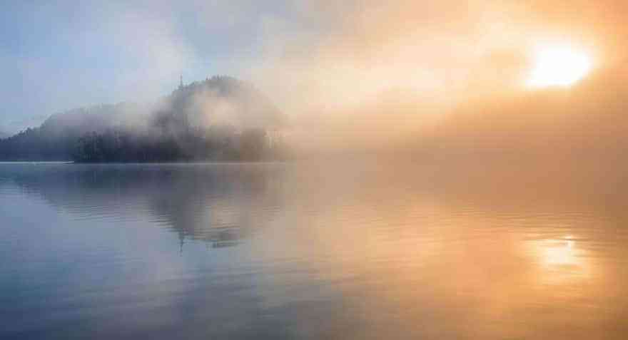 another-magical-sunrise-at-lake-bled-in-slovenia-12__880