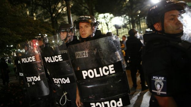 160923021314_charlotte_police_in_riot_gear_look_on_as_residents_and_activists_march_in_the_streets_amid_heavy_police_640x360_getty_nocredit