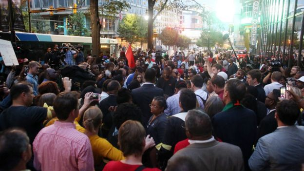 160923022507__protesters_and_mourners_gather_around_the_spot_where_a_protestor_was_shot_the_night_before_in_downtown_charlotte_640x360_epa_nocredit