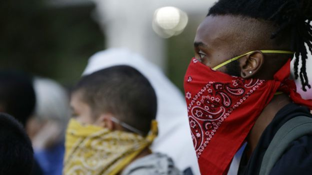 160923022744_demonstrators_stand_on_the_street_in_downtown_protesting_tuesdays_fatal_police_shooting_of_keith_lamont_scott_in_charlotte_640x360_ap_nocredit