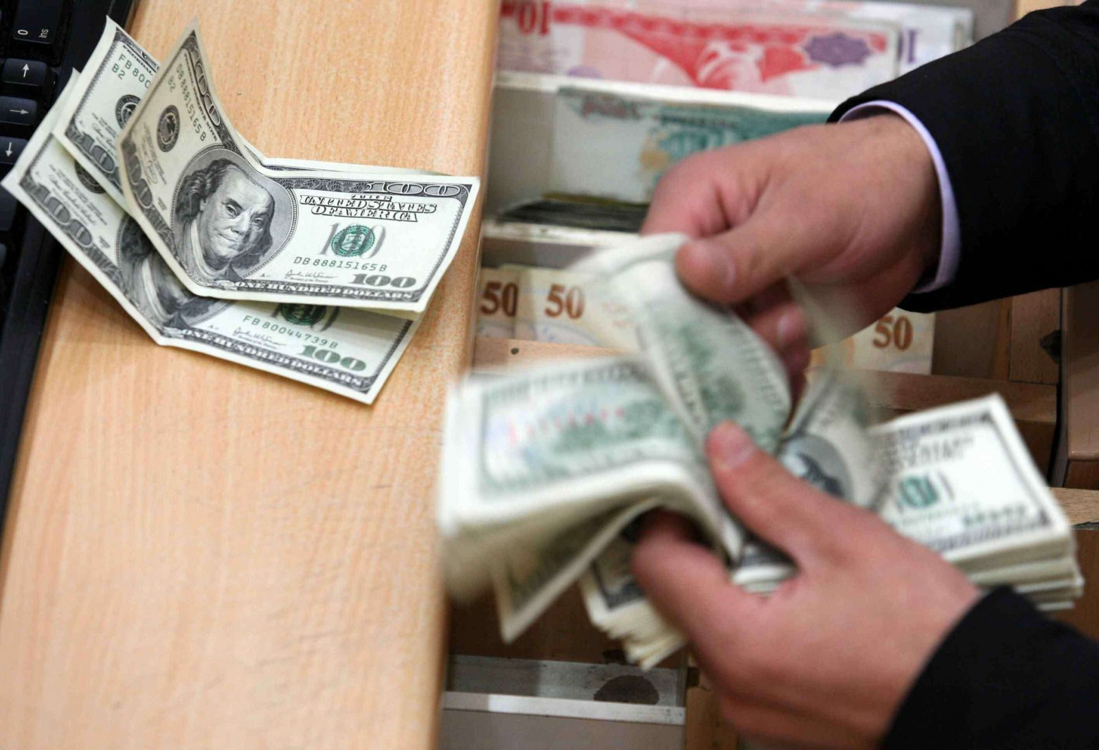 Follow The Dollar Price Today In Egypt Sunday December 17 2017 All Official Banks And Black Market